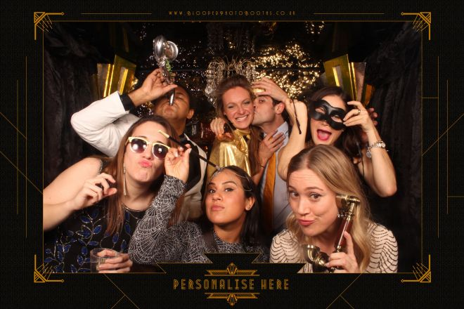 7 party guests in the 1920s Great Gatsby photo booth
